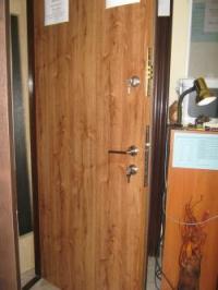 Блиндирана врата с две брави и фрезовка