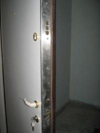 Блиндирана врата с неръждаема ламарина