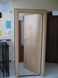 Двуцветна блиндирана врата