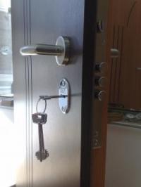 Изглед откъм бравата на блиндирана врата