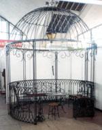 Беседки от ковано желязо с куполен покрив