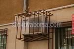 изграждане на метални решетки за скриване на климатици