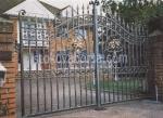 портални врати от  желязо с две крила