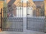 изработка на портални врати от  желязо с две крила